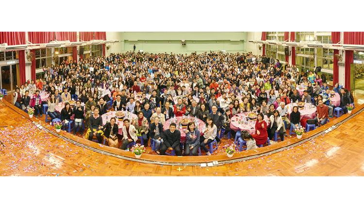 四十周年校慶盆菜宴,筵開八十九席,讓老師、舊同事、校友聚首一堂。
