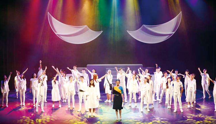 以方中女兒鄭凱尹的非凡人生作故事藍本,創作十五週年《The Rainbow》音樂劇,感動人心。