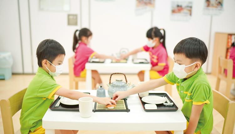 老師亦設置不同範疇的社交活動課,讓學生認識社交禮儀。