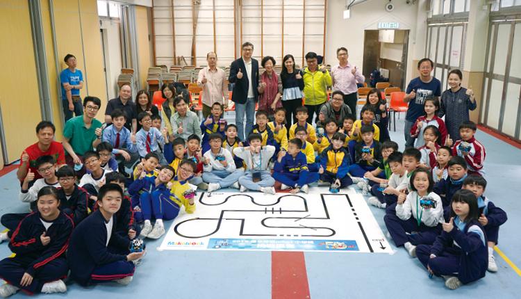小學生參與惠僑主辦的「2019年深水埗區mBot挑戰區賽」,人人樂在其中。