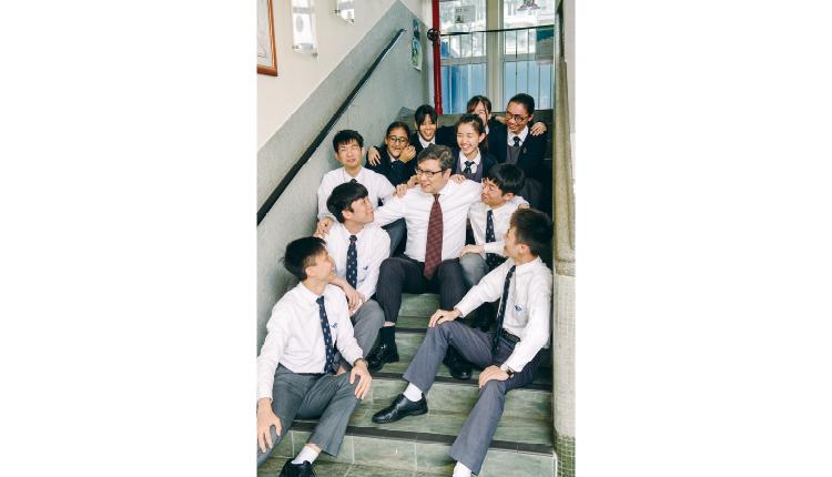 惠僑同學最喜歡與鄭校長談天說地。
