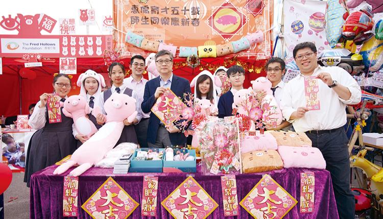 學校素來支持學生開設年宵攤位,學習營銷技巧。