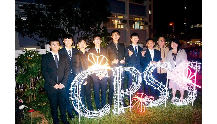 徐校長曾在香港大學任教,推行師友計劃,導師定期與學生會面,聆聽學生的想法,分享經驗,並指導學生邁進目標。