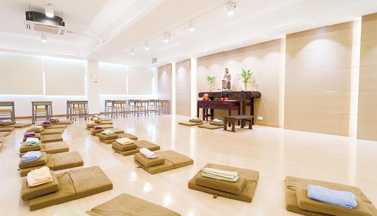 佛教沈香林紀念中學隸屬香港佛教聯合會,秉承校訓「明智顯悲」的精神,教育學生以六育並重。
