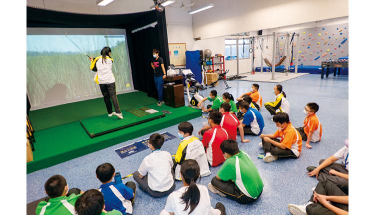 東華三院鄺錫坤伉儷中學致力營造良好學習環境,培養學生正面價值觀,為投身社會前作好準備。