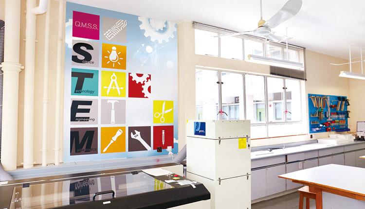 近年學校致力發展STEM教育,師生運用先進設備製作不同類型的創意產品。