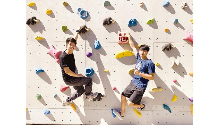 代表港隊出賽的校友黃卓楠,透過學校攀石牆接觸這項運動,繼而訓練成全職運動員