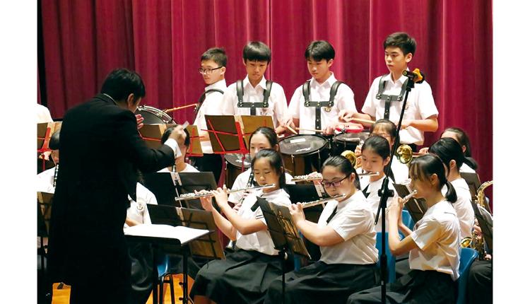 銀樂隊在校內外均有不少演出機會。