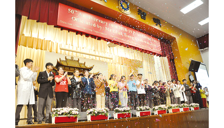 學生的精彩預演將全場氣氛推向高潮,獲得熱烈掌聲。