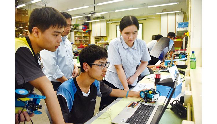 學校相信建立一個關愛、包容、和諧的校園,有助培育學生的良好品德。