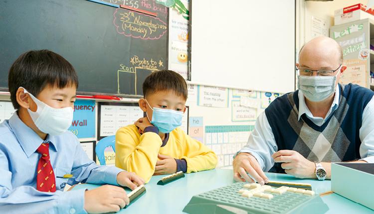 麥綺華校長帶領著熱心教學的團隊,並配合有系統及具遠見的教學策略,讓學生學習成績穩步上揚。