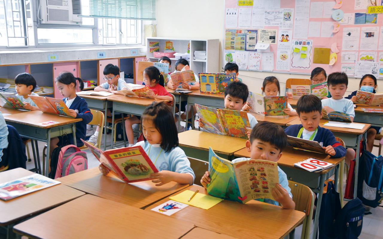 為提高學生閱讀的興趣,全方位進行閱讀推廣活動,學校在時間表內增設中英文閱讀課,並建構了多元閱讀的課程框架。