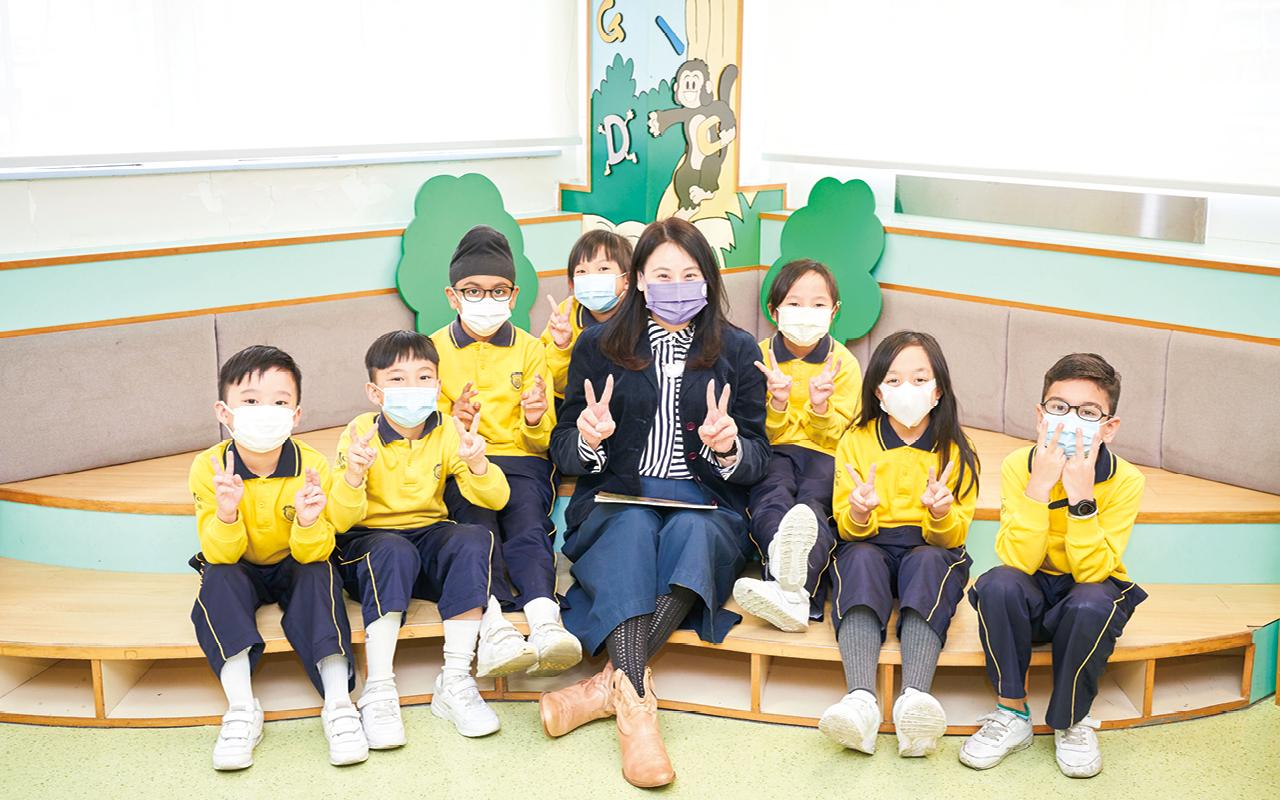 學校以英語作為主要教學語言,致力營造最佳的英語學習語境。