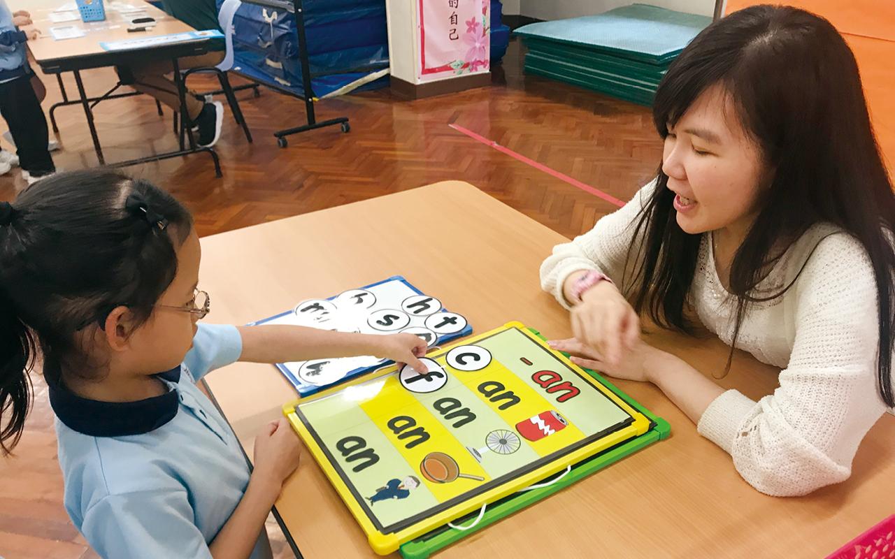 學校無論在課程設計、環境佈置、教師安排等環節都以學生為中心,讓他們在充滿關愛的學習環境中成長,發揮潛能。