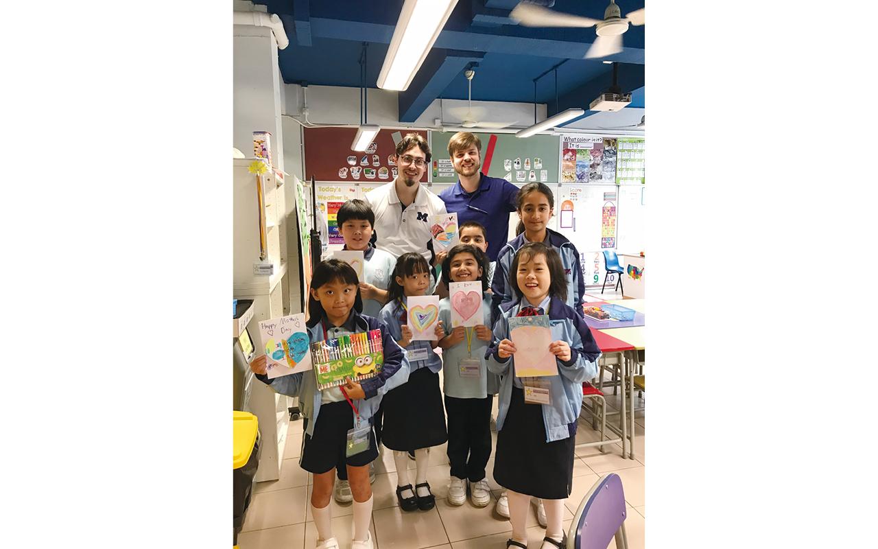 梁校增聘三位外籍英語教師,主要會在初小課堂上進行指導性閱讀及共享閱讀,教授學生不同的閱讀策略。