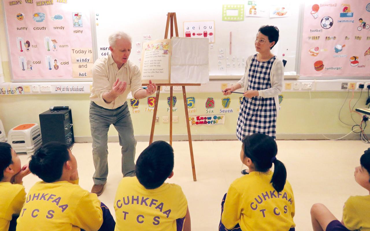 導師們為同學說有趣的英語故事,讓學生進行角色扮演,欠缺自信說英語的學生在導師們的引導下,積極在課堂上說說故事、寫寫戲劇對白、玩玩遊戲。