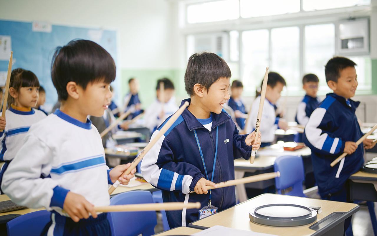 學校更設有不同獎學金及資助計劃,讓同學能夠參與多元比賽及活動,豐富他們的學習經歷,擴闊視野,增進英語能力。