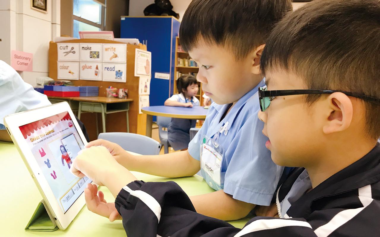 電子學習為未來的新趨勢,學校致力發展別具特色的電子校本課程,讓不同的電子元素融入於傳統的課堂當中。