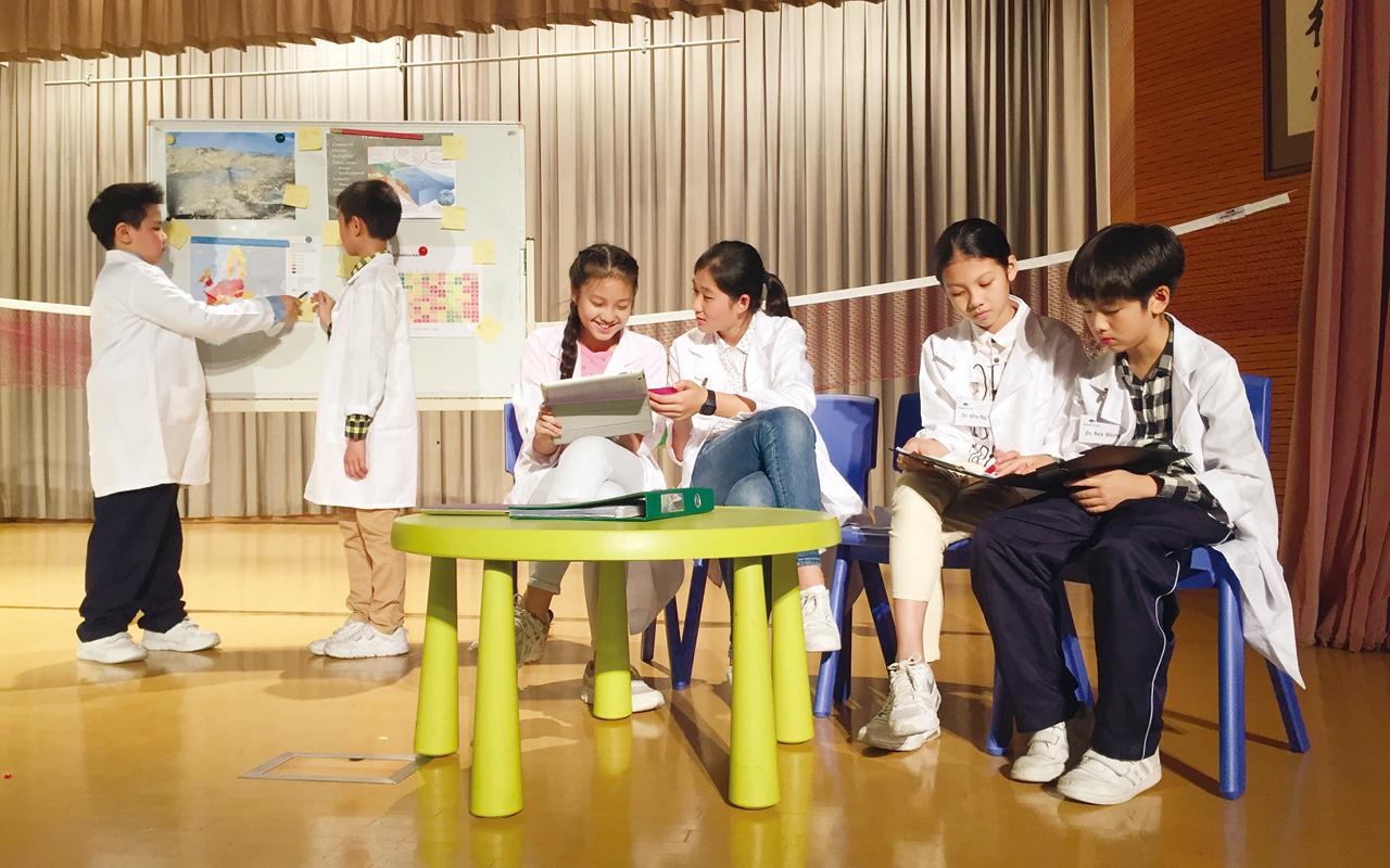 為了營造良好英語環境,外籍英語老師組織多元化的英語活動,提升學生英語溝通能力。
