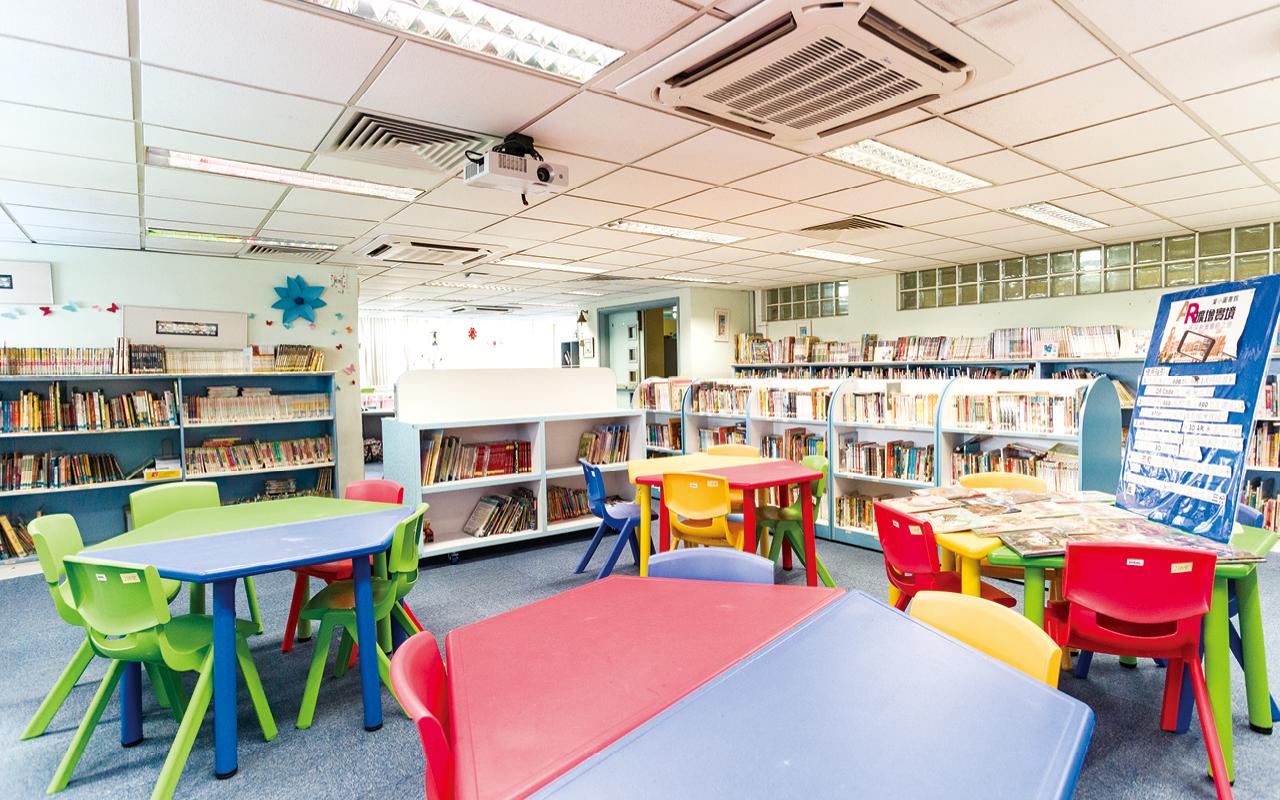 學校致力營造真切語境讓學生學習英語。