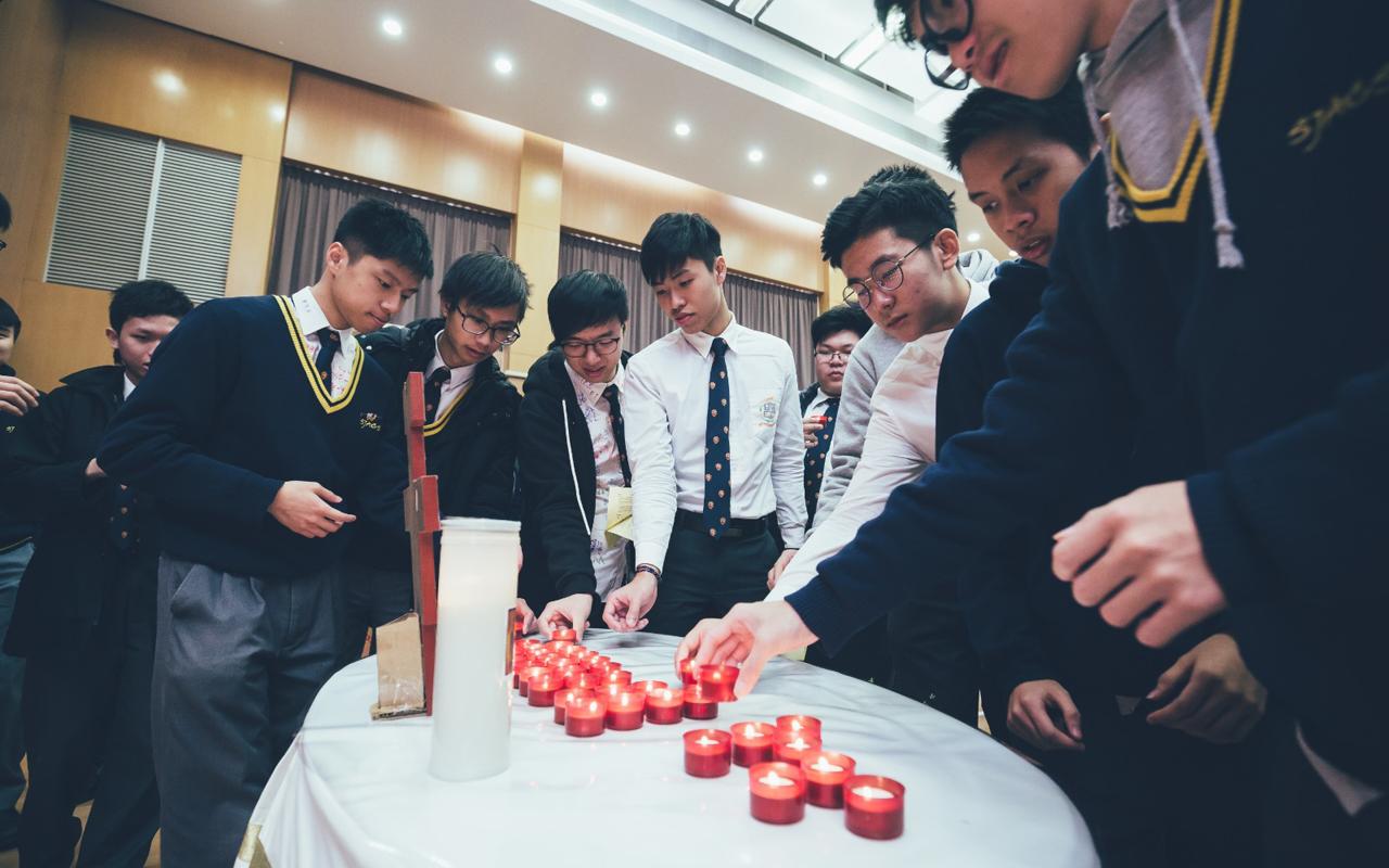 學校每年為中六畢業生安排感恩祭。校內宗教氣氛濃厚,透過不同活動,讓學生認識天主教學校的教育理念及價值。