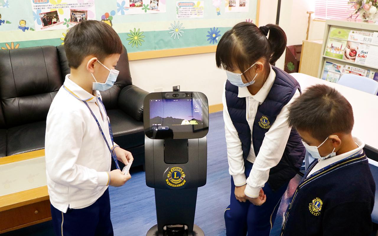 A.I.英語機械人推動資優小組英語大使的培訓,及加強營造語境。