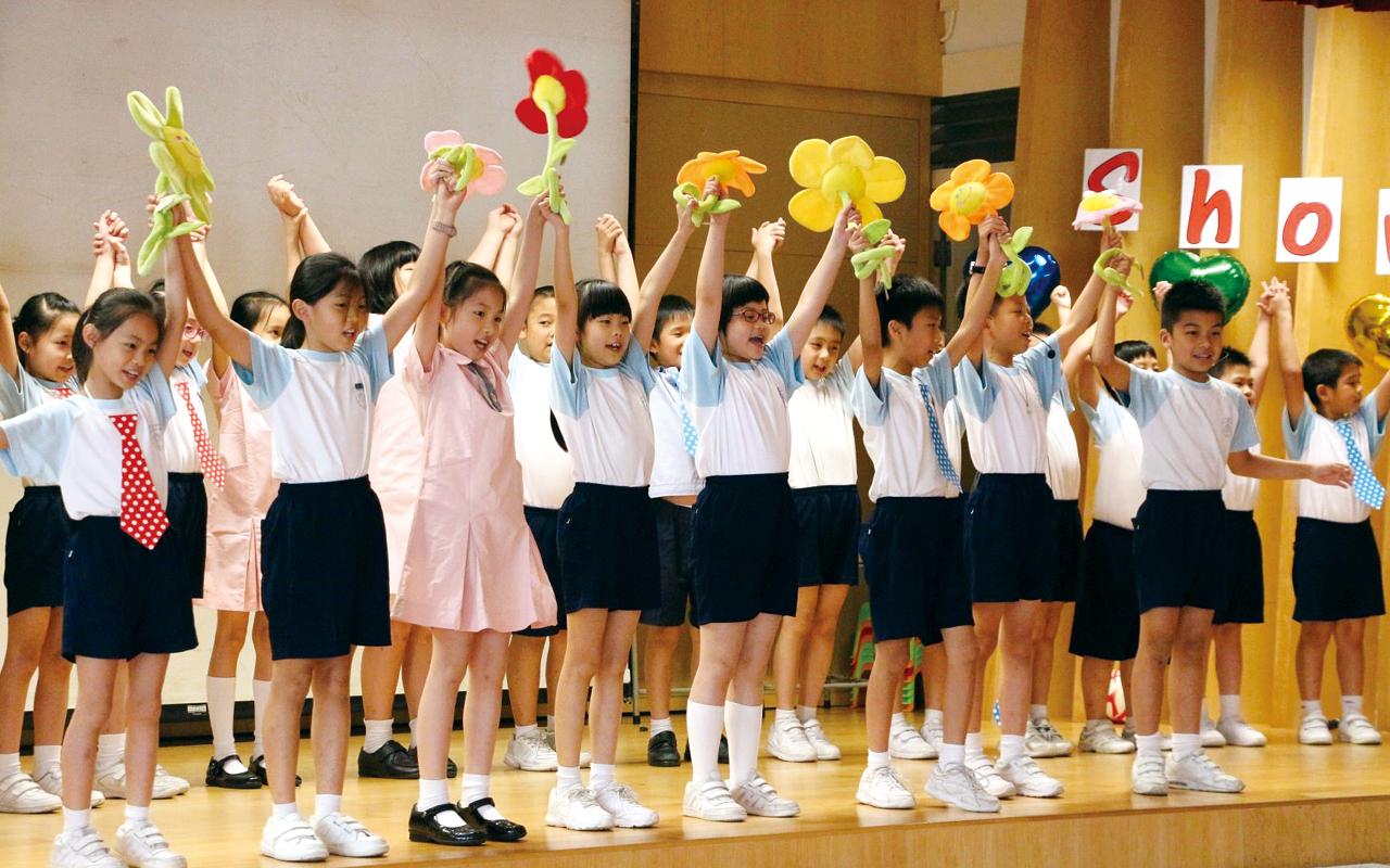 學校積極尋找校外資源,藉著為學生度身訂造的校本課程,以及多元英語活動,引發學生英語興趣,成效顯著。