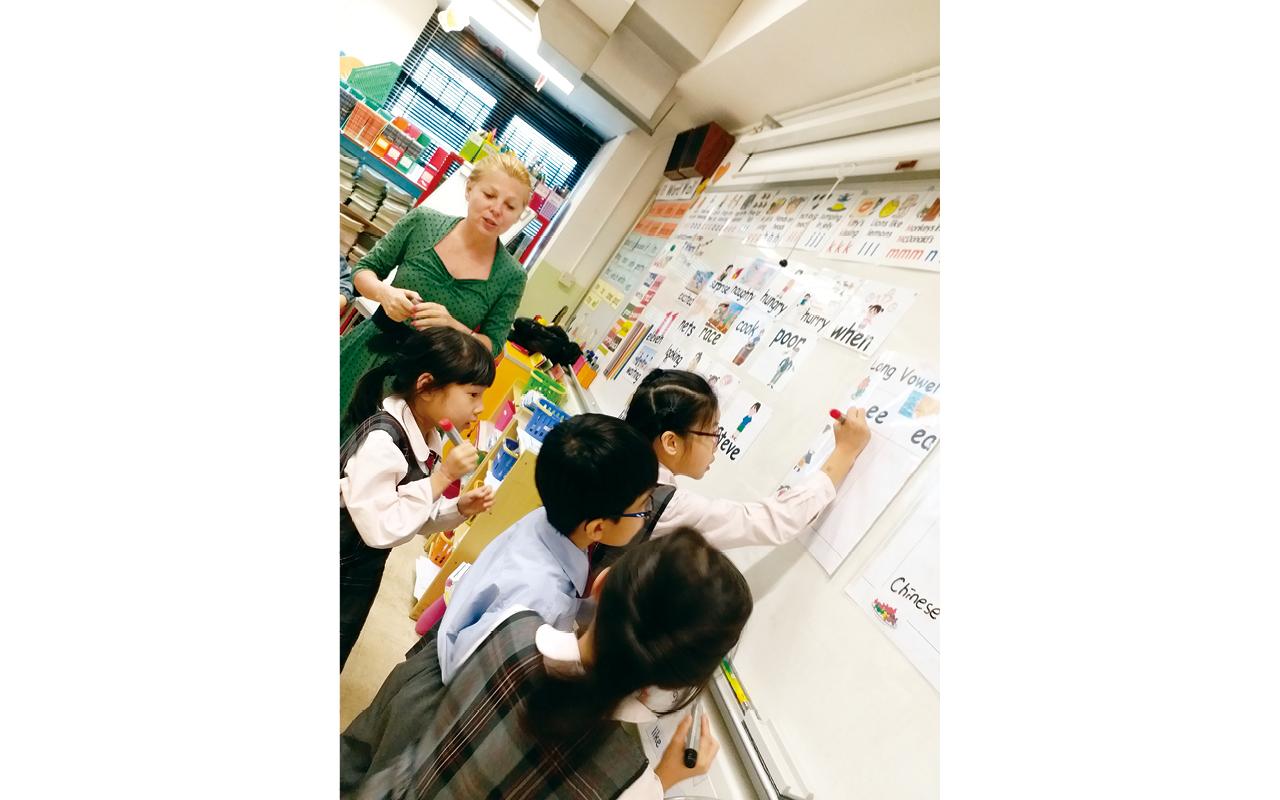 該校教育團隊不但積極爭取校外資源,利用活動教學及合作學習模式,讓學生更有效地學習。