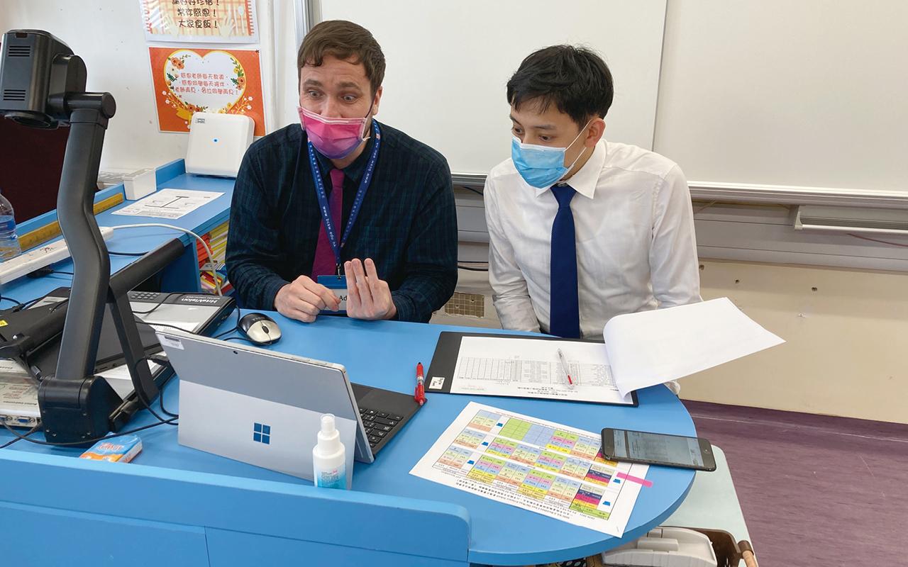 外籍英語老師以視像個別分享升中面試技巧