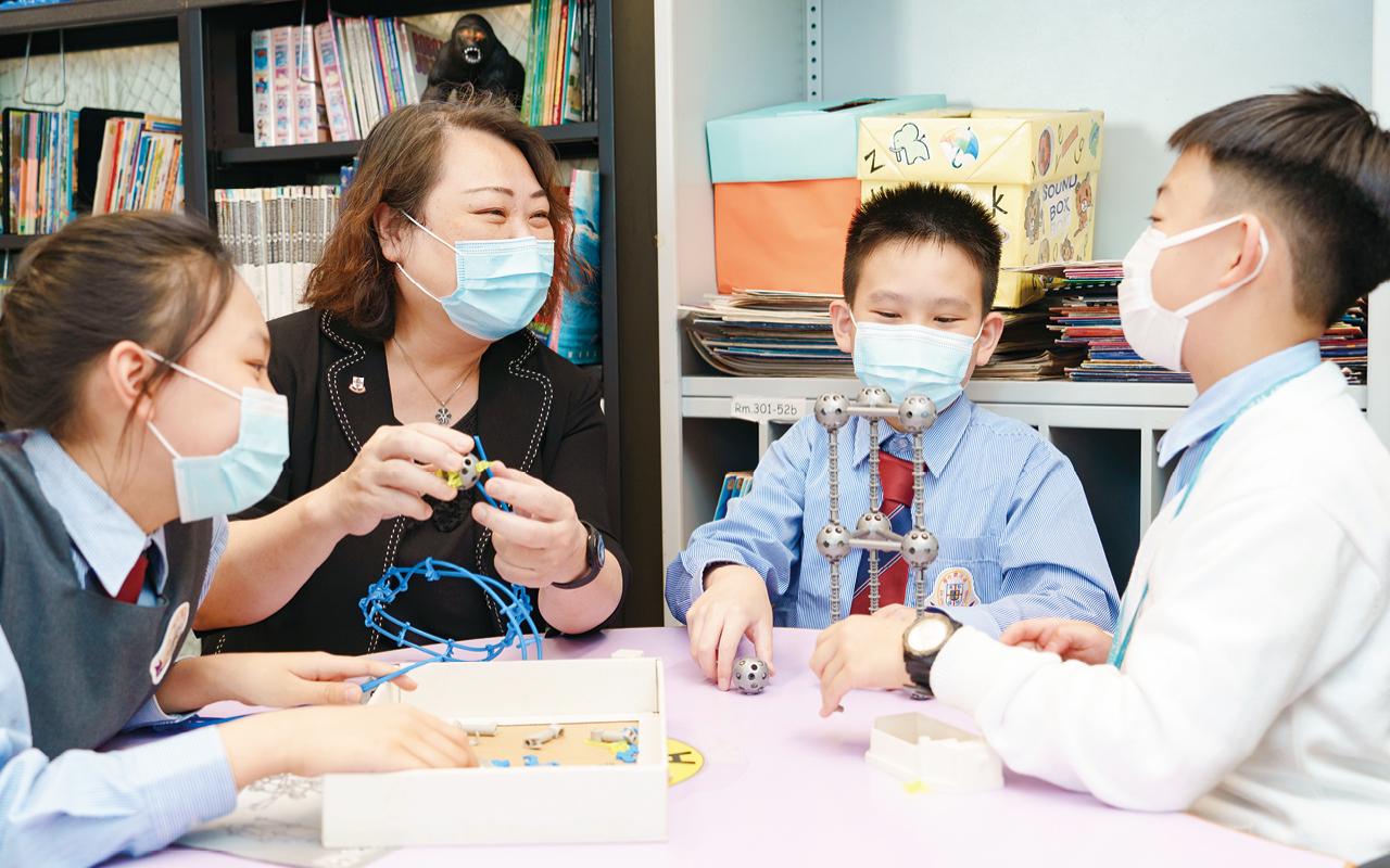 學校也積極創造課室以外的英文學習機會,從多方面提升聽說能力。