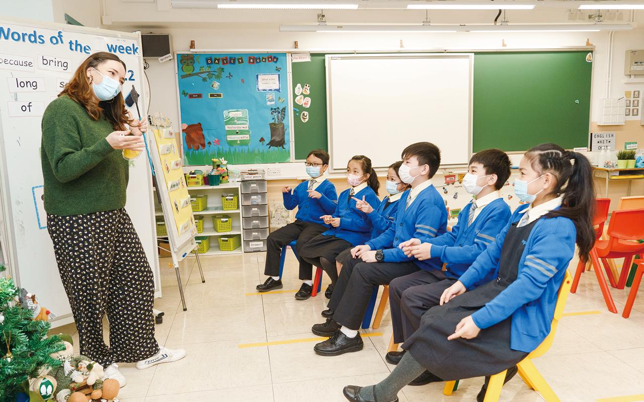 透過多元活動,學校加強於校園內外滲入閱讀元素,著重營造英語語境。