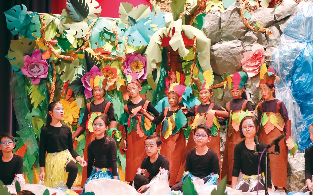 該校全年各級設有英文戲劇課程,由外籍老師負責,教授每周兩節的戲劇課。