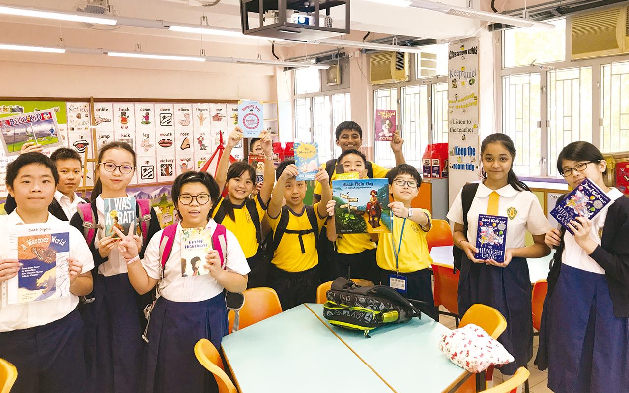 學校以唱遊、朗讀、遊戲、戲劇教學、分組活動、資優教育活動、全校主題活動等,提升學生學習英語的興趣,繼而實踐自主學習。