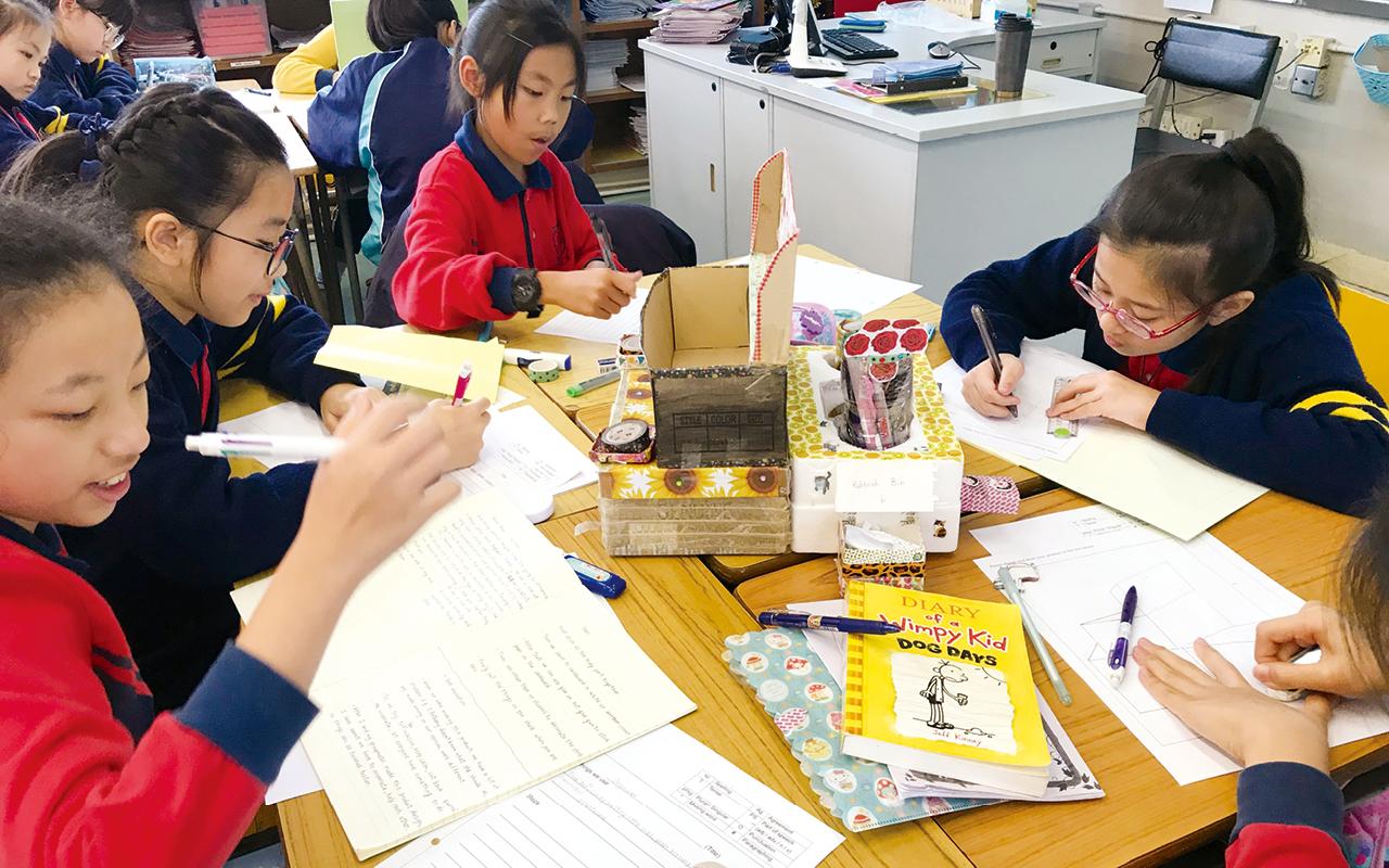 讓學生透過手偶創作,給予他們發揮創意的空間,角色扮演的對白設計則有助提高寫作能力等。