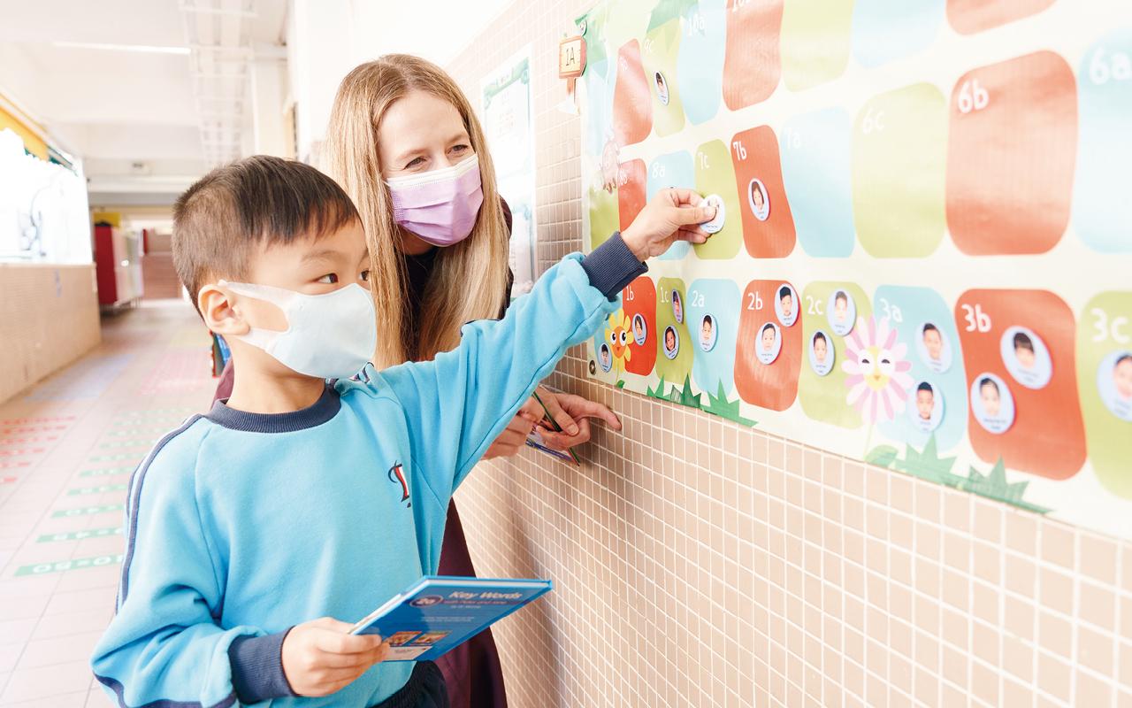 學校亦舉辦多樣化的學習活動,包括「英文日」及「英文週」,期間設有攤位遊戲及各式各樣的活動,寓學習於遊戲。