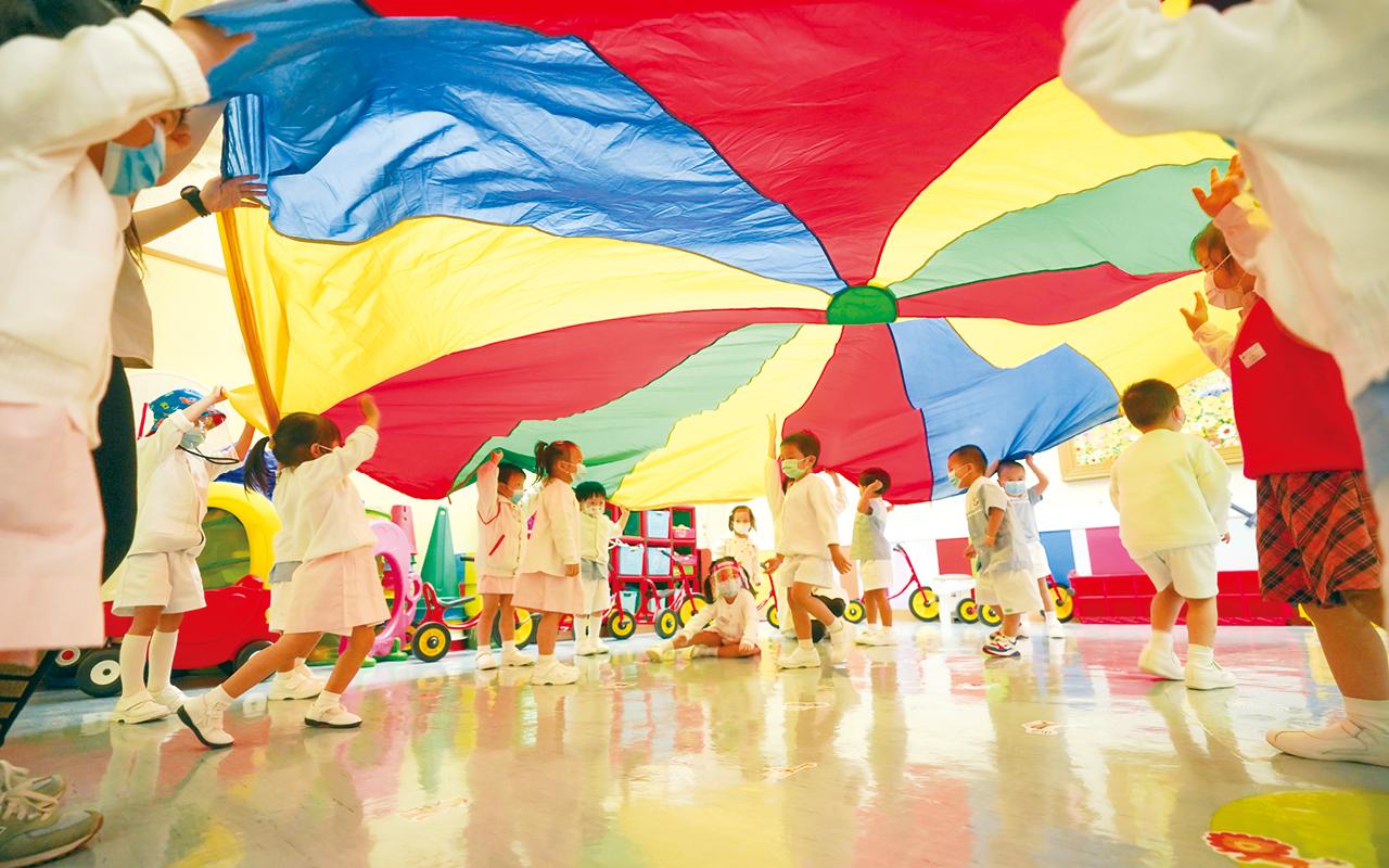 學校一直參與幼兒藝術教育發展計劃,老師亦透過藝術教學,培育學生的直覺、推理、想像、創造、交流、自信、自律、合作等。