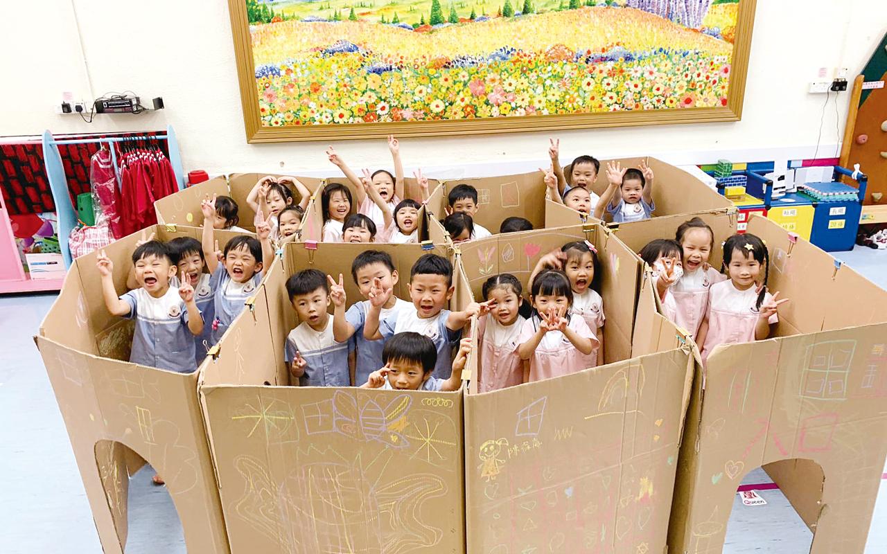 老師特別為同學打造紙皮迷宮,讓學生樂在其中。