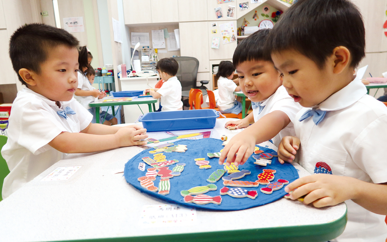 只有給予充份的時間讓學生「玩」,讓小朋友靜靜的、慢慢的觀察,才能發現問題、探索答案。
