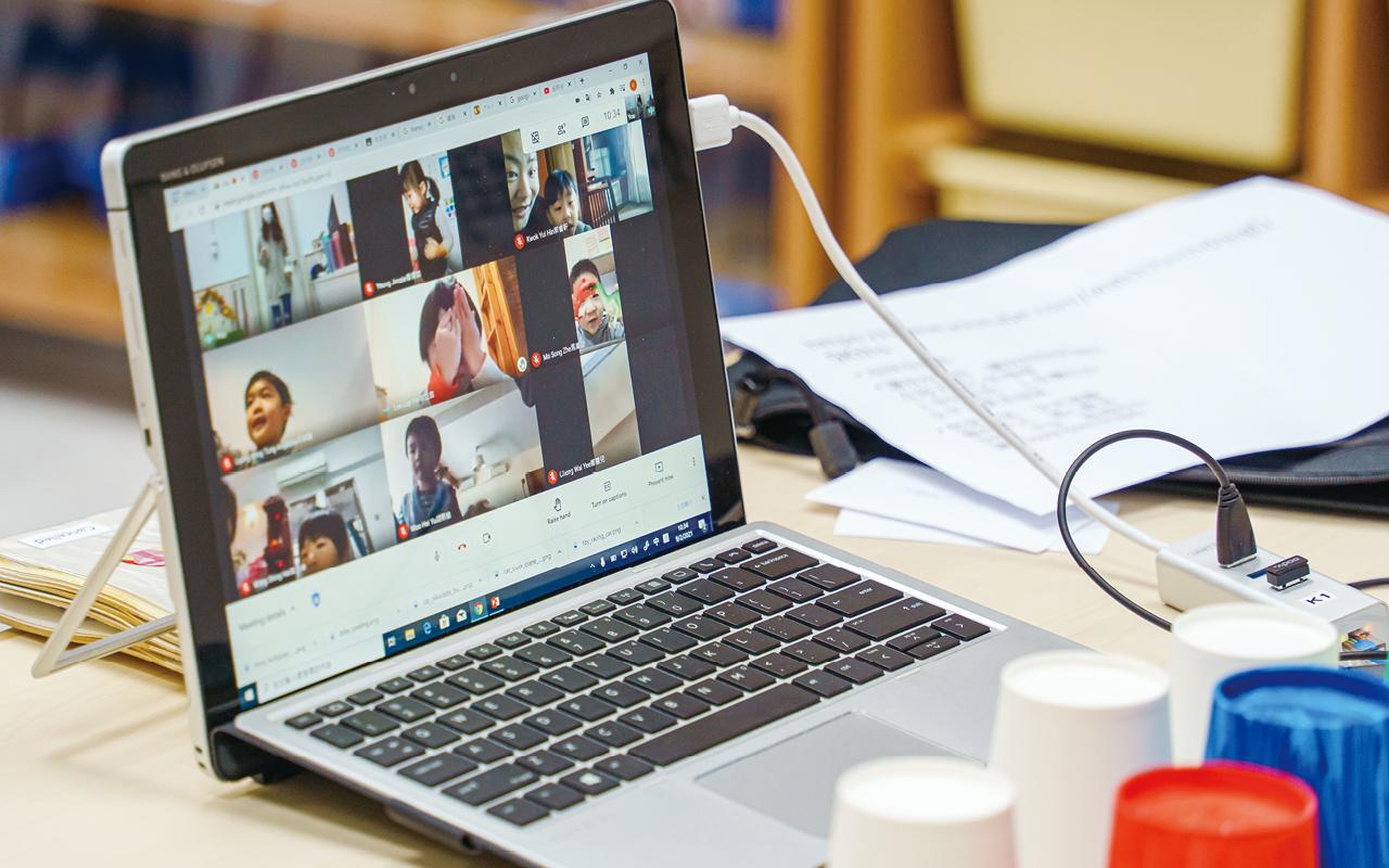 停課期間不僅有小班實時網上活動,老師更於不同節日,舉辦網上親子活動。