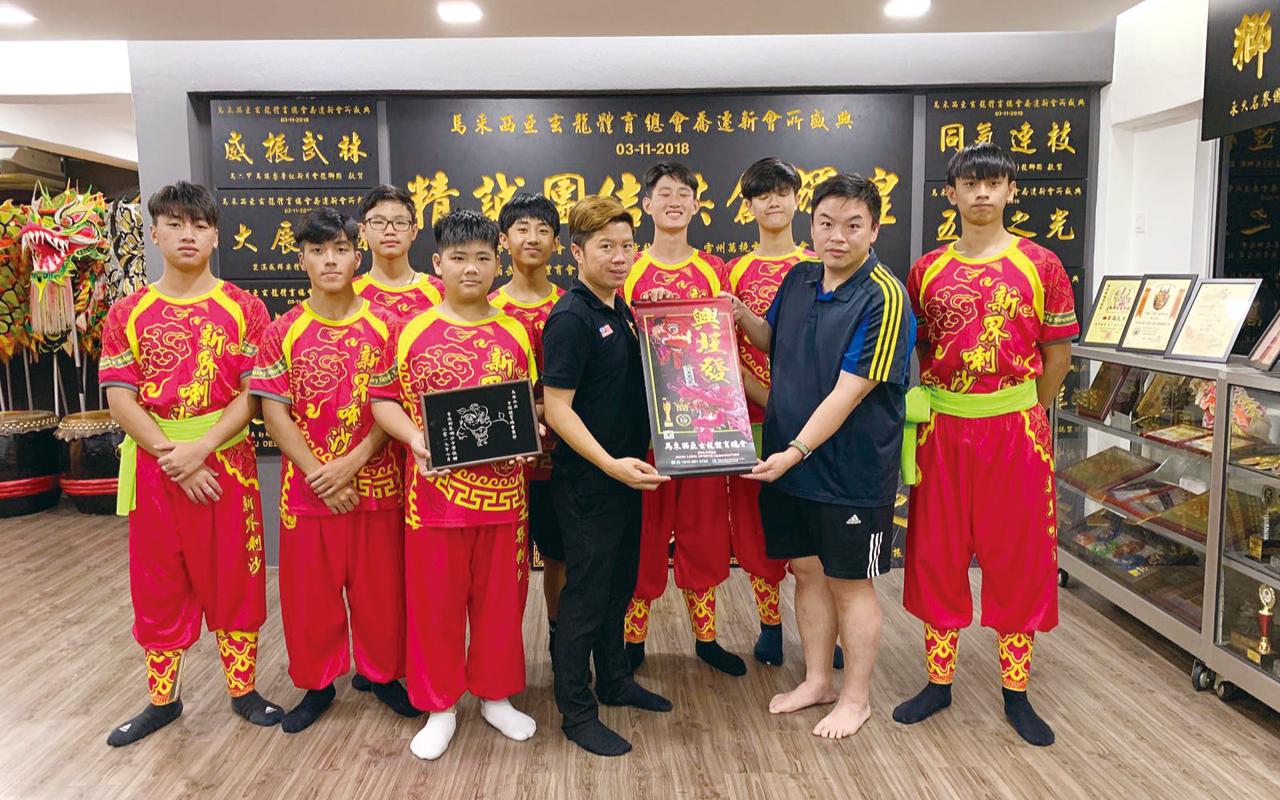舞獅隊到訪馬來西亞。