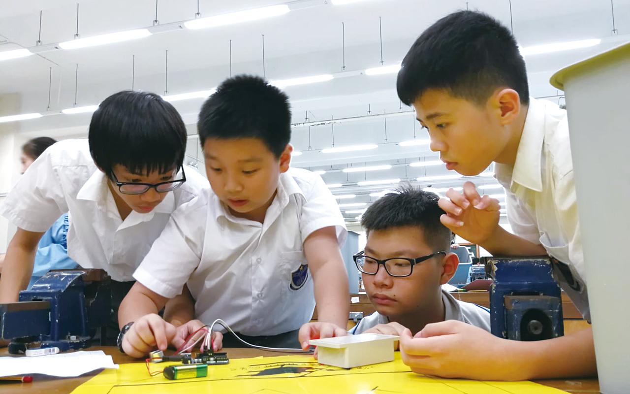 學校申請了一百三十多萬元優質教育基金,本着「STEM for All」的理念, 將中一、中二的學習時數統整,配合創新科技的發展,致力發展STEM──即融合科學、科技、工程及數學的學科。