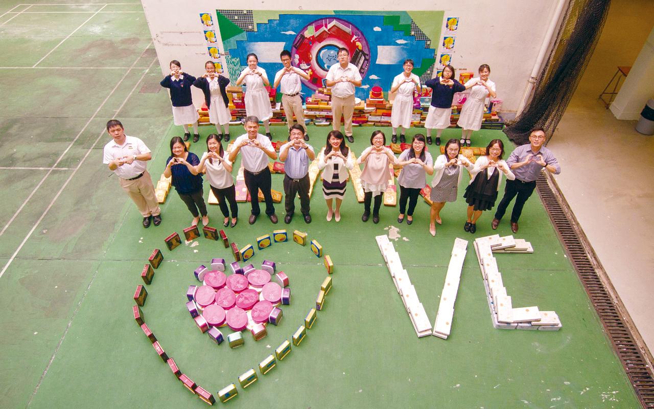 該校學生每年亦會籌辦不同活動,貢獻社區,回饋母校。