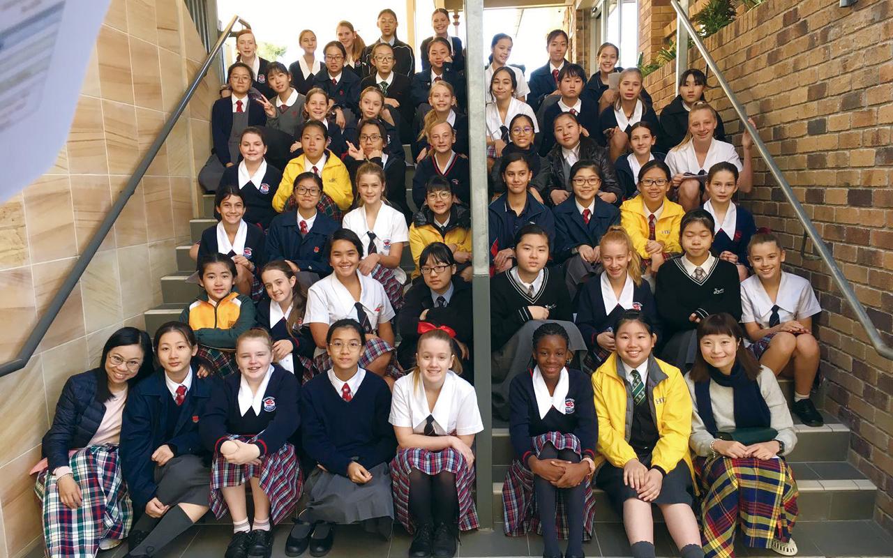 曾參加加拿大交流團的學生會在周會上以英語分享旅程點滴,期望學生在世界的層面上理解到英語與個人發展息息相關。