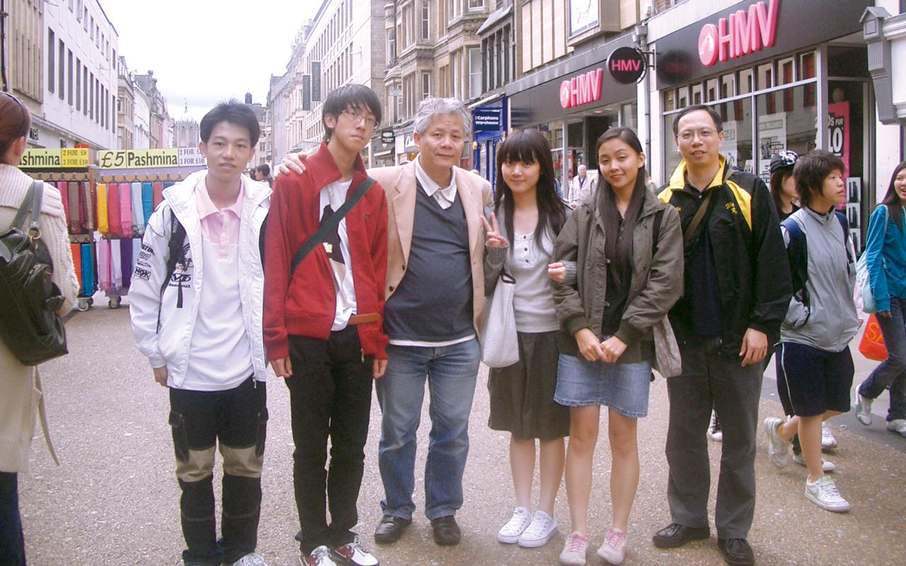 學術顧問、牛津大學劉偉榮博士親自接待惠僑師生。
