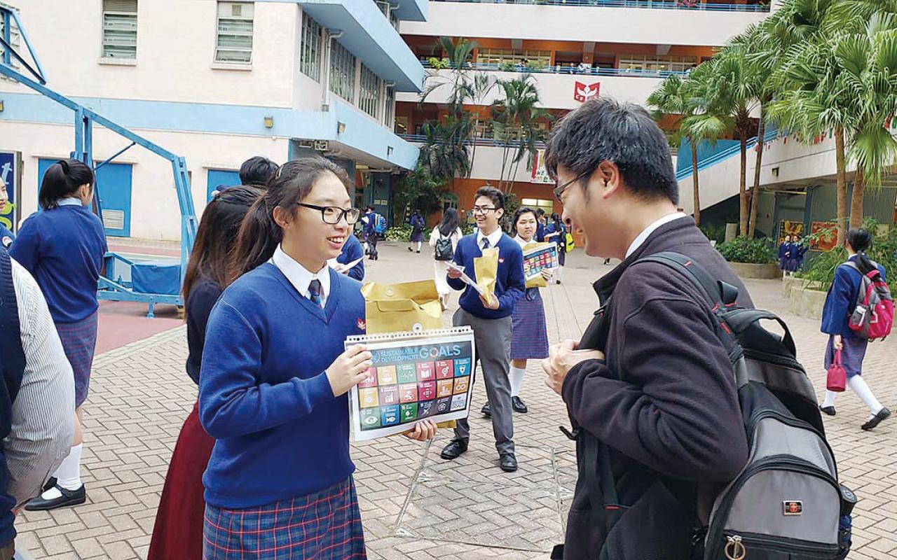 當學生日復日沉浸在英語學習語境,反複應用,聽說技巧對中基學生而言普遍不成問題。