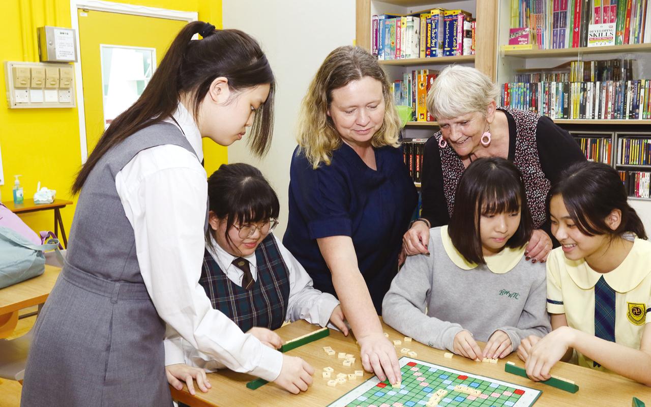 佛教黃允畋中學共有三位外籍英語教師,一位任教學校英文及英文口語科,另外兩位則由保良局思培基金(Sprouts Foundation)及學校合聘,任教中一、二級英語會話,並籌劃午間英語活動,培養學生對英語學習的興趣。