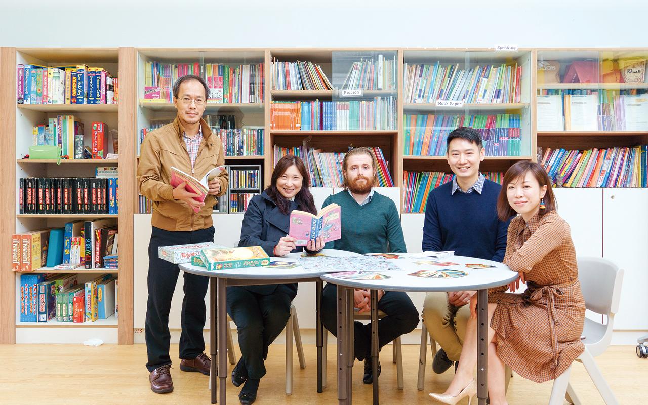 為提升學生的語文能力,同時開拓不同範疇的知識領域,本年度英文科及閱讀組開展「畋園讀書高」(Readers Dozen)廣泛閱讀計劃。