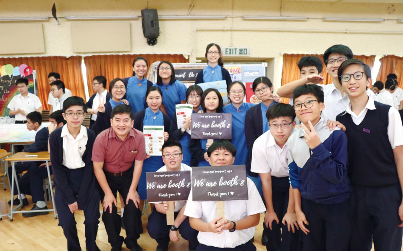學校致力培養學生學習英語的興趣,引發他們的學習動機。