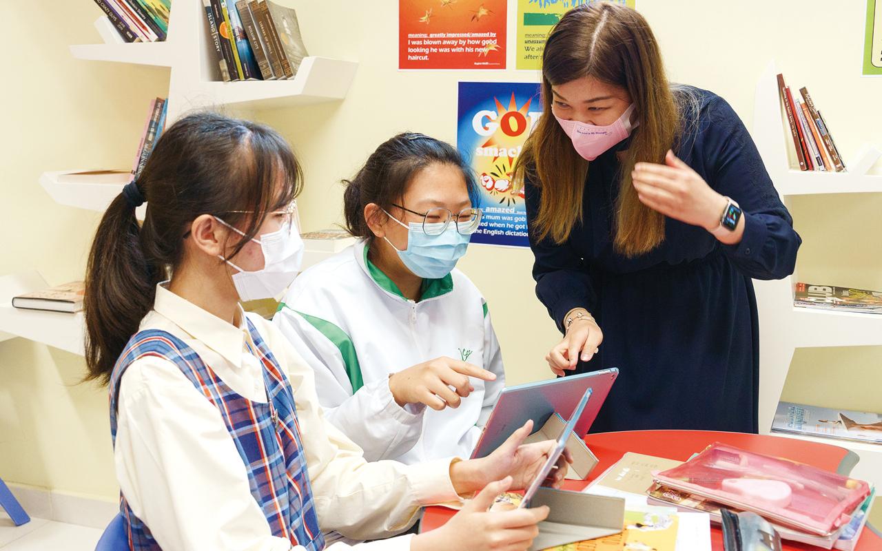 為提升教與學效能,學校運用創新科技輔助語言學習,增設以多媒體和電子教學設備的語言學習室,讓學生有效地學習英語。