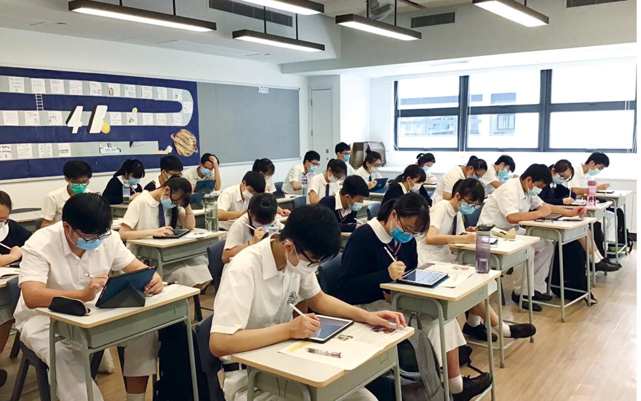 除了活用關愛基金的資助,在校友陳孔明先生的熱心捐助下,全校同學都獲贈平板電腦以及Apple Pencil。尤其於疫情下,電子學習變成不可或缺的一環,學校得以運用BYOD的優勢,更早起步,保持優良的教與學效能。